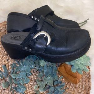 crocs leather size 6 great condition